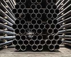 Tubo de aço com costura