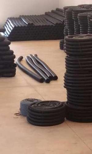 Fábrica de tubos e conexões
