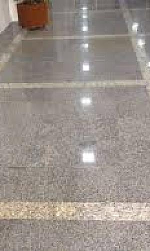 Piso de granito polido